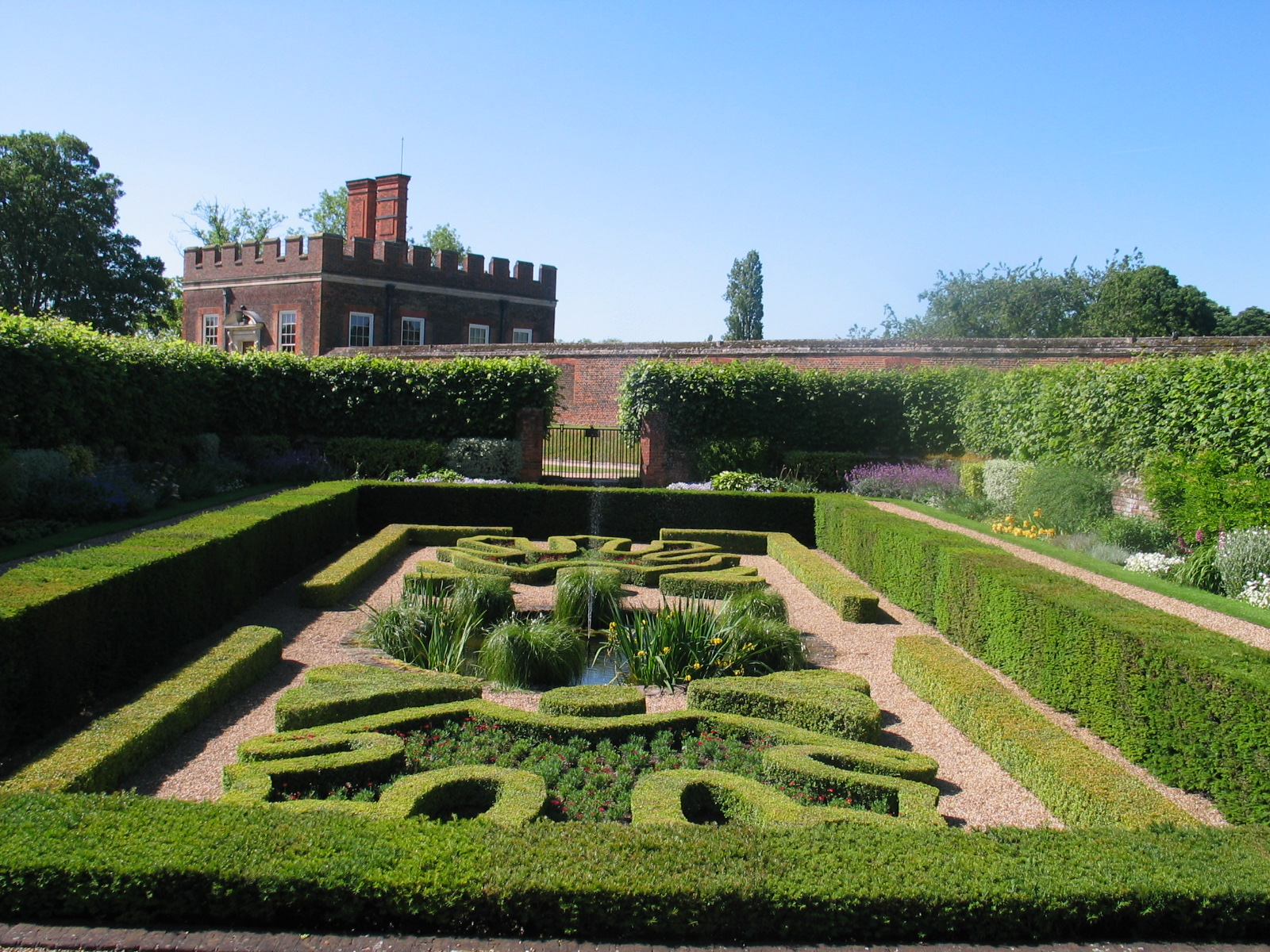hampton court represents formal english garden design