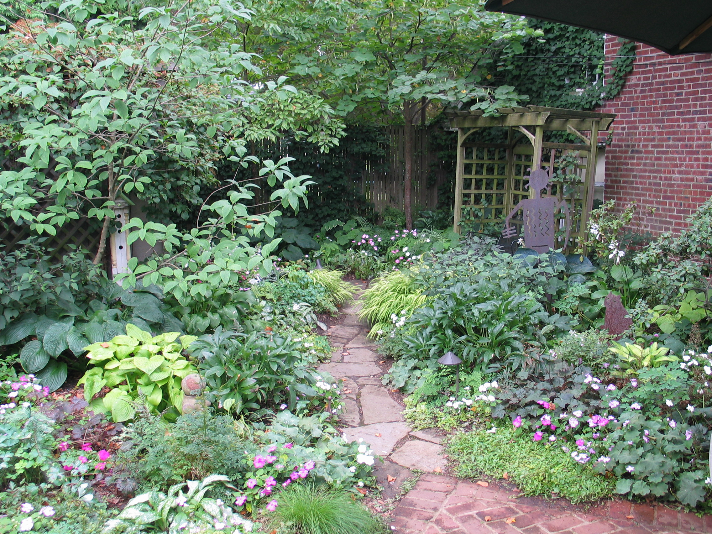 Cottage Gardens: With A Love For The English Garden