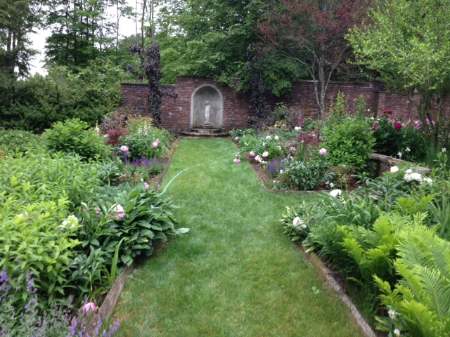 Two Tour Gardens Illustrate Garden History American